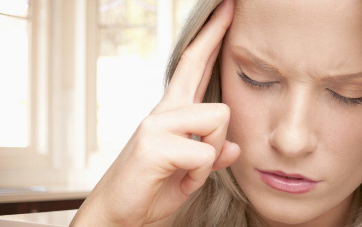 Симптомы остеохондроза у женщин, при обострении, при ВСД