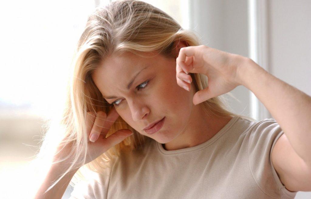 Закладывает уши и шум в ушах при шейном остеохондрозе