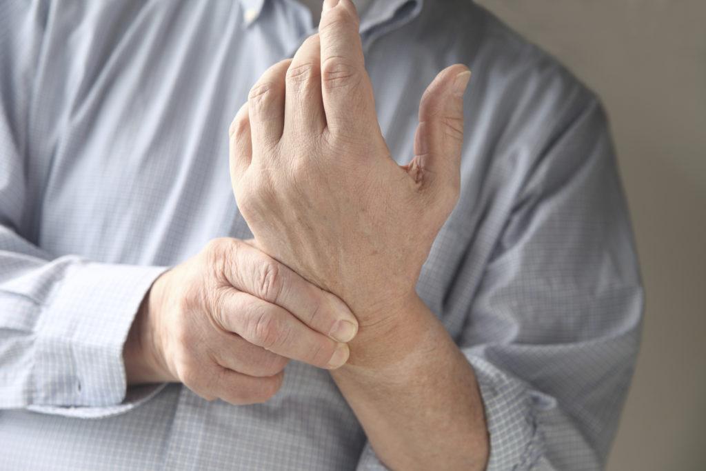 Боль в руках при остеохондрозе: причины, лечение