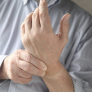 остеохондроз болит рука